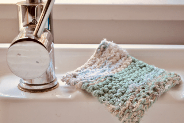 finished dishcloth scrubbie sitting on sink